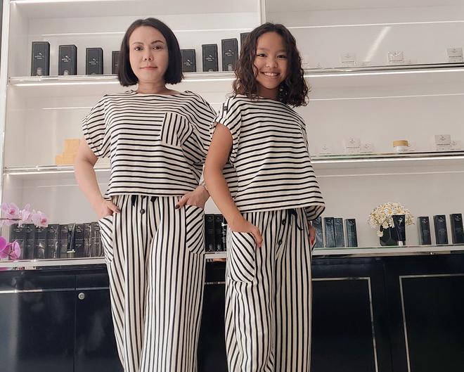 Việt Hương khoe ảnh diện đồ đôi cùng con gái, bé Elyza gây bất ngờ khi đã lớn phổng phao sắp vượt cả mẹ