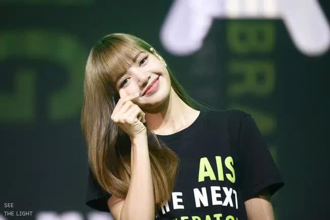 Lisa (BLACKPINK) lại chịu cảnh bất công: Fan Jennie gây tranh cãi vì đòi YG phải thực hiện ngay điều này nhưng có quá đáng?