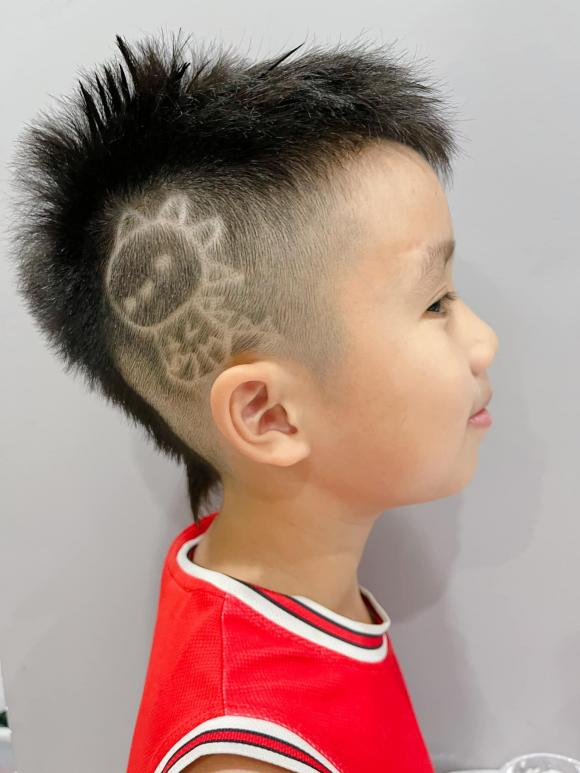 Con trai Ốc Thanh Vân đòi đi ăn xin ở Dubai, nhìn mái tóc của cậu bé, mọi người vừa cười vừa phục cách nuôi dạy con của nữ MC - Ảnh 2