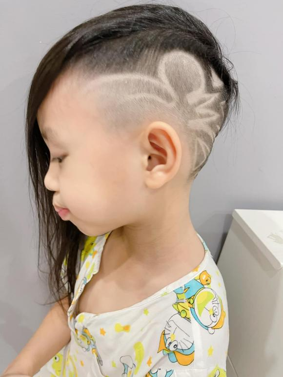 Con trai Ốc Thanh Vân đòi đi ăn xin ở Dubai, nhìn mái tóc của cậu bé, mọi người vừa cười vừa phục cách nuôi dạy con của nữ MC - Ảnh 4