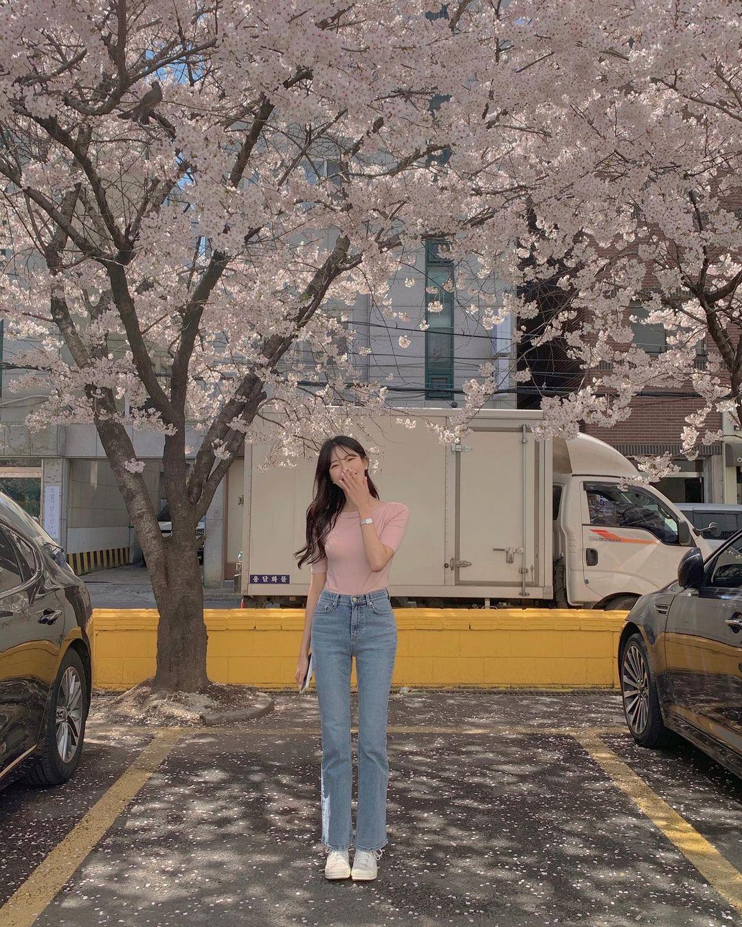 """Học nàng blogger Hàn cách diện jeans """"đỉnh của chóp"""": Vừa hack dáng vừa thanh lịch để đến sở làm - Ảnh 3"""