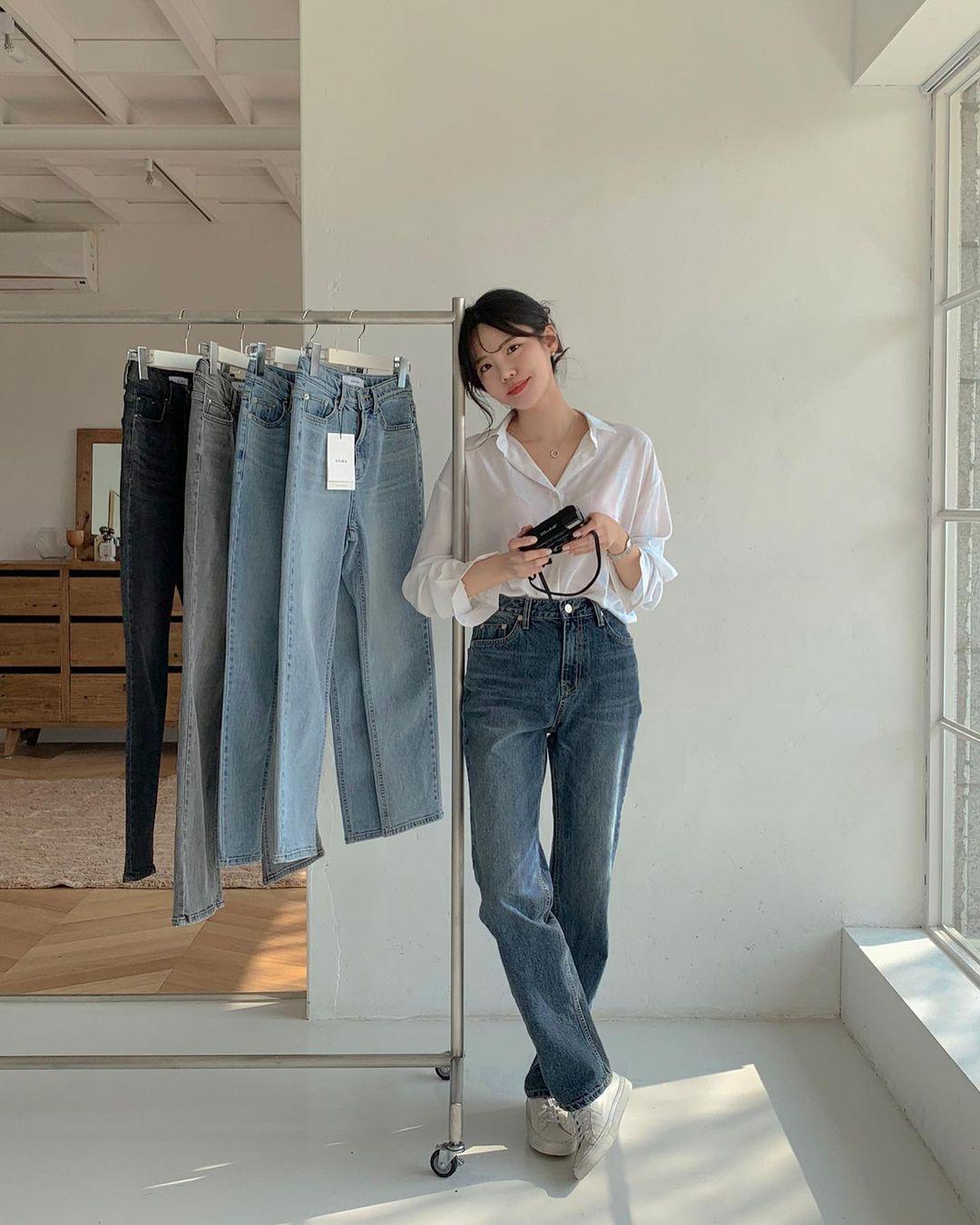 """Học nàng blogger Hàn cách diện jeans """"đỉnh của chóp"""": Vừa hack dáng vừa thanh lịch để đến sở làm - Ảnh 4"""