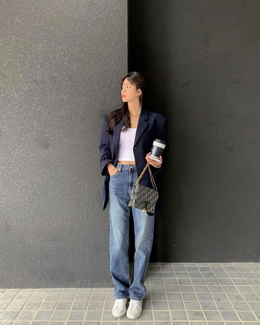 """Học nàng blogger Hàn cách diện jeans """"đỉnh của chóp"""": Vừa hack dáng vừa thanh lịch để đến sở làm - Ảnh 5"""