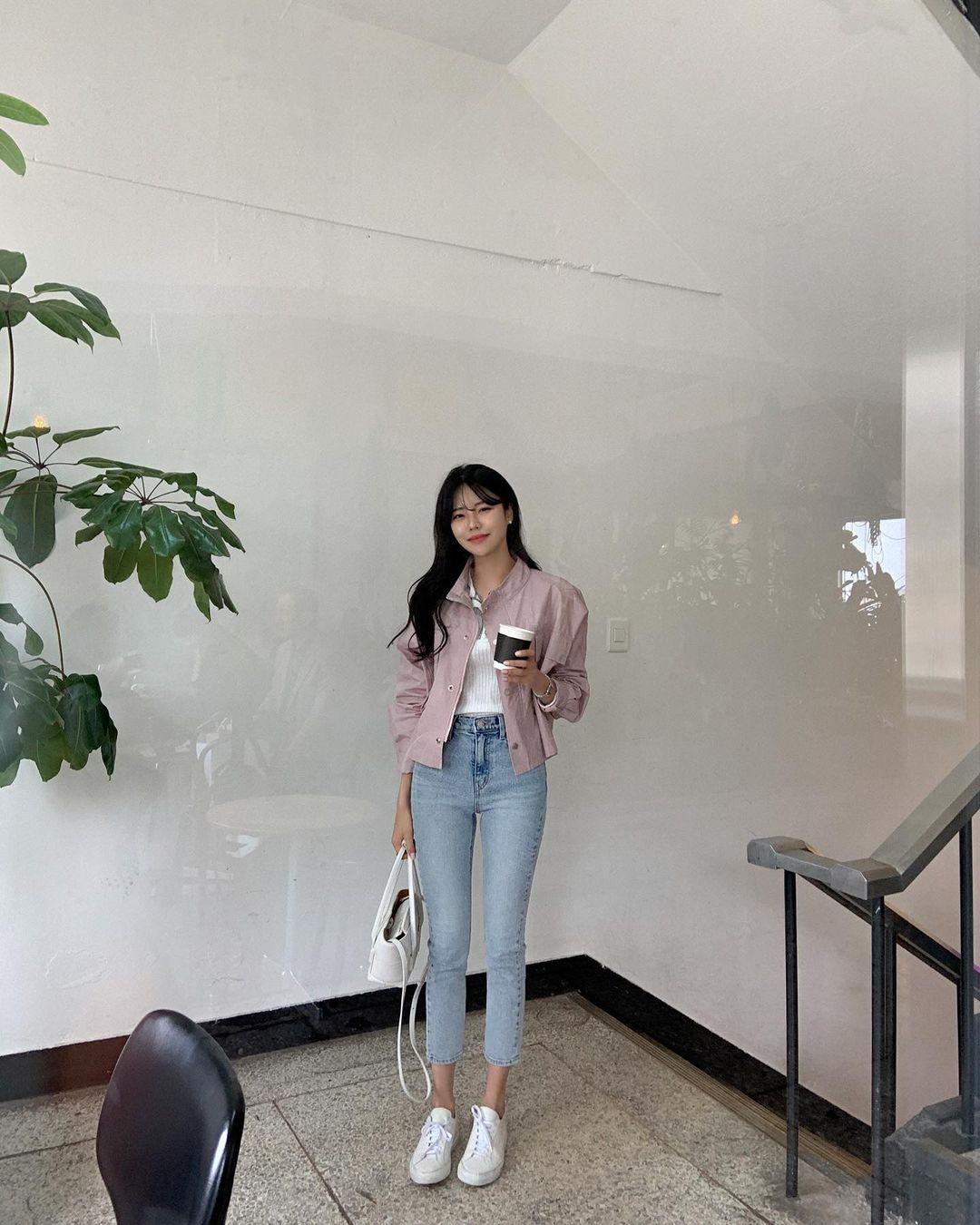 """Học nàng blogger Hàn cách diện jeans """"đỉnh của chóp"""": Vừa hack dáng vừa thanh lịch để đến sở làm - Ảnh 6"""