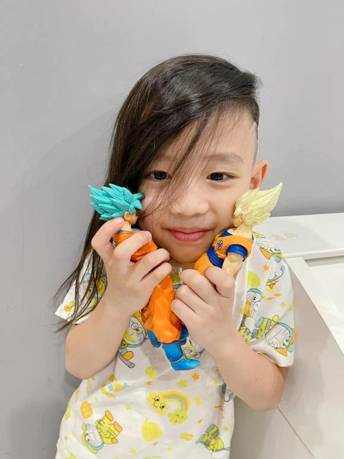 Con trai Ốc Thanh Vân đòi đi ăn xin ở Dubai, nhìn mái tóc của cậu bé, mọi người vừa cười vừa phục cách nuôi dạy con của nữ MC - Ảnh 1