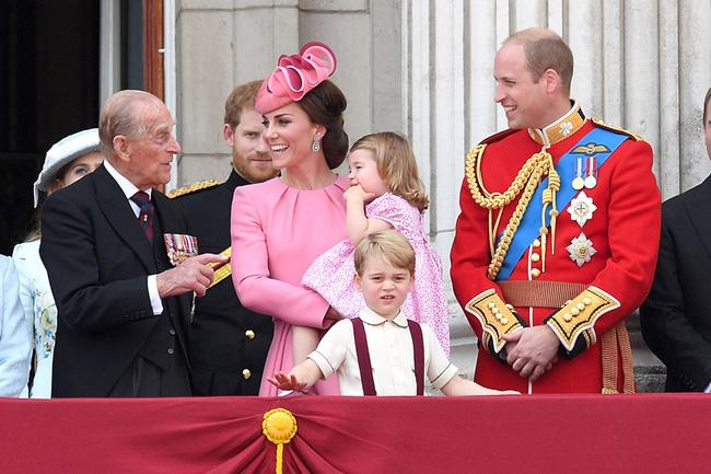 Động thái mới nhất của vợ chồng Công nương Kate sau sự ra đi của Hoàng tế Philip, không cần nói lời nào cũng đủ khiến nhiều người rơi nước mắt - Ảnh 3