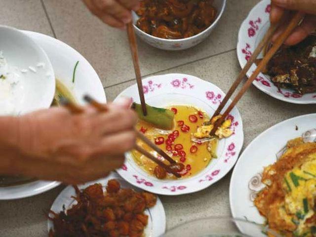 Người Việt đang tự gieo rắc mầm bệnh ung thư dạ dày cho nhau bằng 4 thói quen tưởng chừng rất bình thường - Ảnh 3