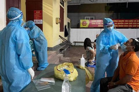 Một nhân viên điều dưỡng tại Bệnh viện Bắc Thăng Long (Hà Nội) đã có kết quả dương tính SARS-CoV-2; TP.HCM ghi thêm 544 ca nhiễm mới... - Ảnh 1