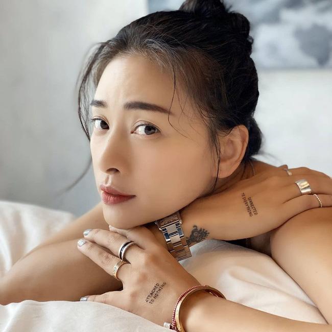 Kiểu tóc búi khiến nàng 30+ nào cũng rén, nhưng Ngô Thanh Vân 42 tuổi vẫn áp dụng 'ngon nghẻ' - Ảnh 1