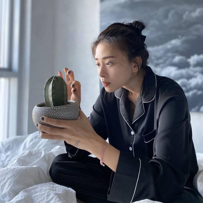 Kiểu tóc búi khiến nàng 30+ nào cũng rén, nhưng Ngô Thanh Vân 42 tuổi vẫn áp dụng 'ngon nghẻ' - Ảnh 6