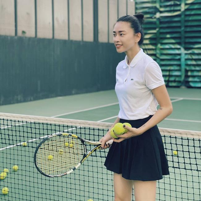 Kiểu tóc búi khiến nàng 30+ nào cũng rén, nhưng Ngô Thanh Vân 42 tuổi vẫn áp dụng 'ngon nghẻ' - Ảnh 4