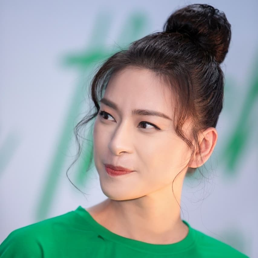 Kiểu tóc búi khiến nàng 30+ nào cũng rén, nhưng Ngô Thanh Vân 42 tuổi vẫn áp dụng 'ngon nghẻ' - Ảnh 8