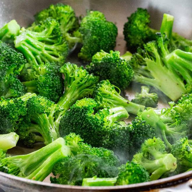 Những người ăn cần tây và bông cải xanh mà cảm thấy đắng thì có ít nguy cơ mắc Covid-19 hơn - Ảnh 1