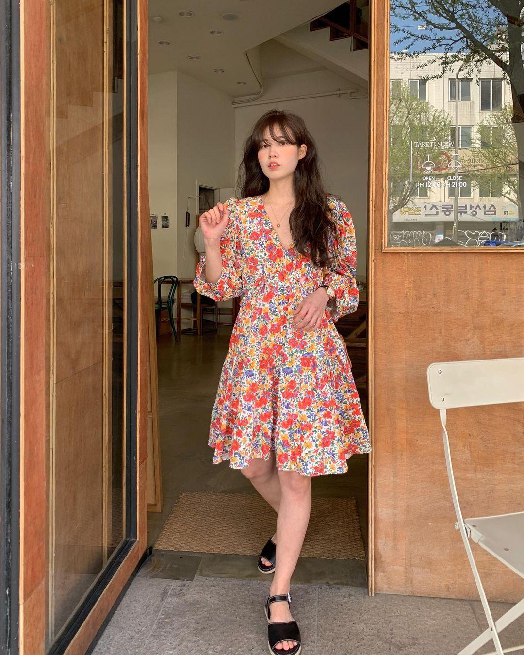 10 công thức diện váy hoa xinh mê tơi từ hội gái Hàn, phải lưu ngay để Hè này còn áp dụng - Ảnh 10