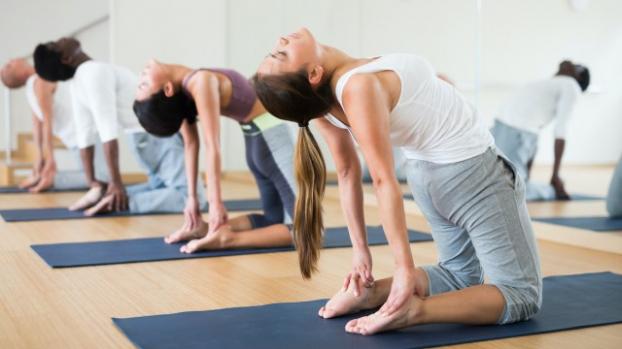 5 bài tập yoga giãn cơ phụ nữ sau tuổi 40 không nên bỏ qua - Ảnh 5
