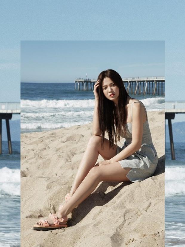 Hậu ly hôn ngày càng hở bạo, Song Hye Kyo chẳng ngại 'cắt xén' váy áo, khoe body sexy hơn cả mẫu hãng - Ảnh 1