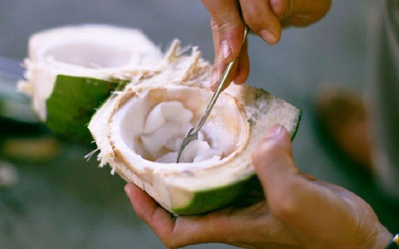 """Có một phần trong trái dừa tốt cho tim mạch, giúp """"thăng hạng"""" nhan sắc nhưng phụ nữ hay vứt đi"""