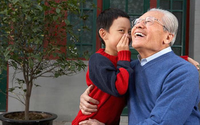 """Ông nội cố tình trêu chọc cháu trai: """"Hôm nay lại đến nhà ông à, không có cơm ngon đâu"""", câu trả lời của đứa trẻ khiến huyết áp ông tăng vùn vụt"""