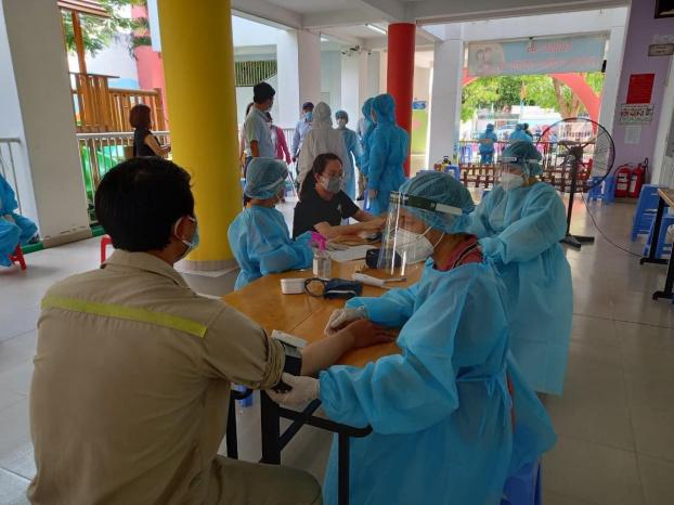 Ngày đầu tháng 8, hơn 8.000 ca mới, số F0 đi ngang, Hà Nội hơn 80 ca
