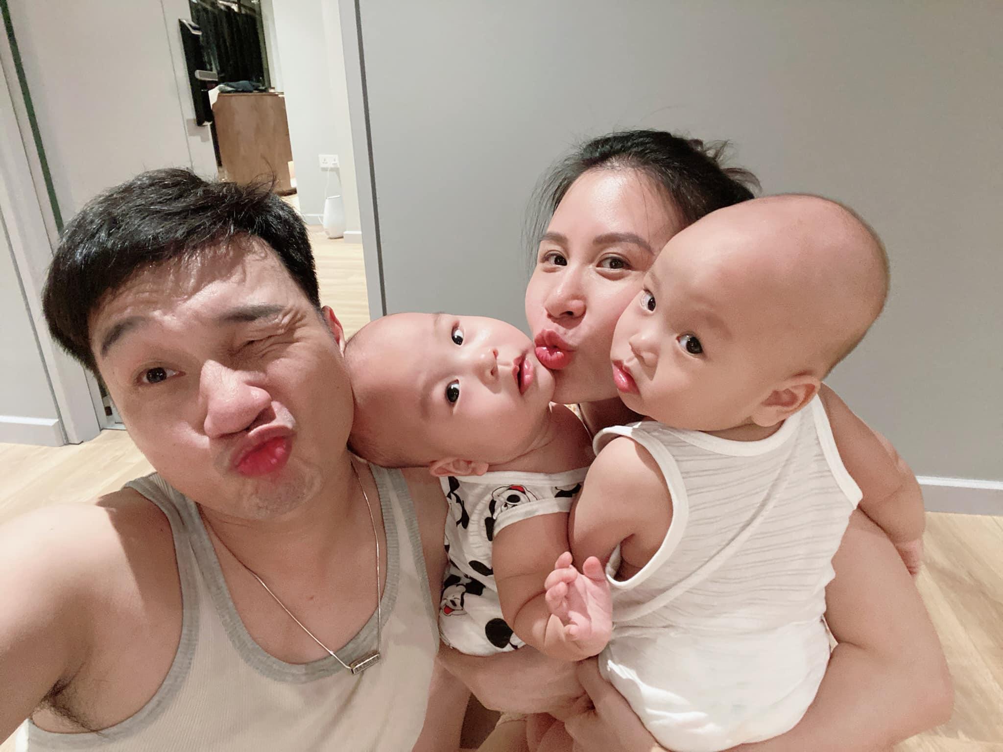 """3 cặp song sinh rich kid đáng yêu nhất của các gia đình Việt, toàn """"nam thần nhí"""" khiến team bỉm sữa thích mê"""