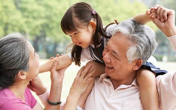 Giao tiếp với người già để ý lòng tự trọng, với con trẻ tôn trọng sự ngây thơ