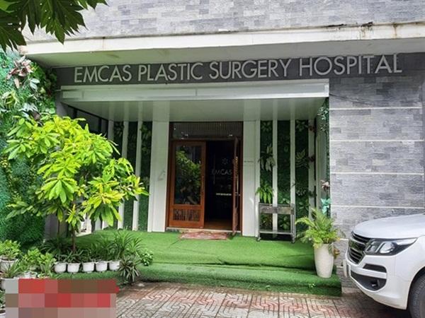 Cuộc họp báo kỳ lạ ở Bệnh viện Thẩm mỹ Emcas về ca tử vong sau nâng ngực