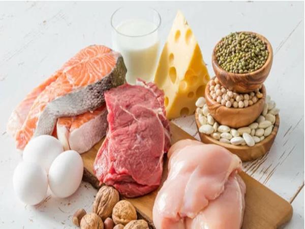 Ung thư có nên ăn thịt, uống sữa?