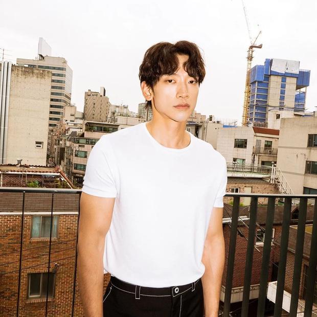Nguồn tin thân cận 'bóc' tính cách thật của cả dàn sao Hàn hot: Jisoo - IU bị hiểu lầm, anh cả BTS có tốt như lời đồn? - Ảnh 5