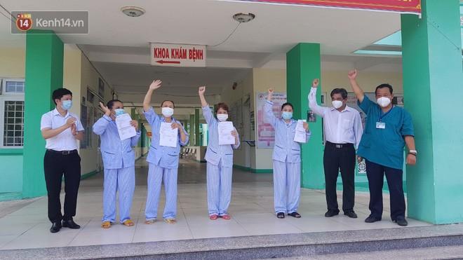 Niềm vui của bệnh nhân Covid-19 vừa xuất viện ở Đà Nẵng: 'Cảm ơn các y bác sĩ đã sinh ra chúng tôi lần 2!' - Ảnh 1