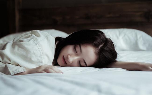Đêm nào ngủ cũng thấy đủ 3 dấu hiệu này nghĩa là chất lượng giấc ngủ của bạn chưa tốt, tuổi thọ và sức khỏe chưa được đảm bảo - Ảnh 2