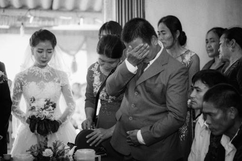 Bố ít nói, chưa bao giờ khóc vậy mà đám cưới con gái lại rơi nước mắt và dặn một câu khiến chú rể 'chột dạ' - Ảnh 3
