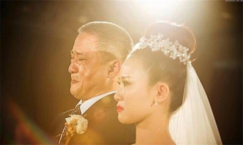 Bố ít nói, chưa bao giờ khóc vậy mà đám cưới con gái lại rơi nước mắt và dặn một câu khiến chú rể 'chột dạ' - Ảnh 1