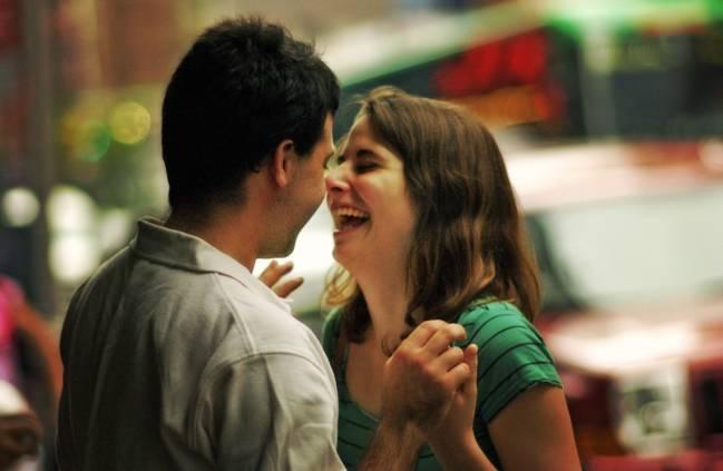 Cách bày tỏ tình cảm yêu thương vợ chồng mỗi ngày - Ảnh 1