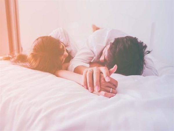 Những pha cà khịa cực gắt của các bà vợ khi 'lên giường', dạo đầu kiểu gây sự, tưởng không vui mà vui không tưởng - Ảnh 3