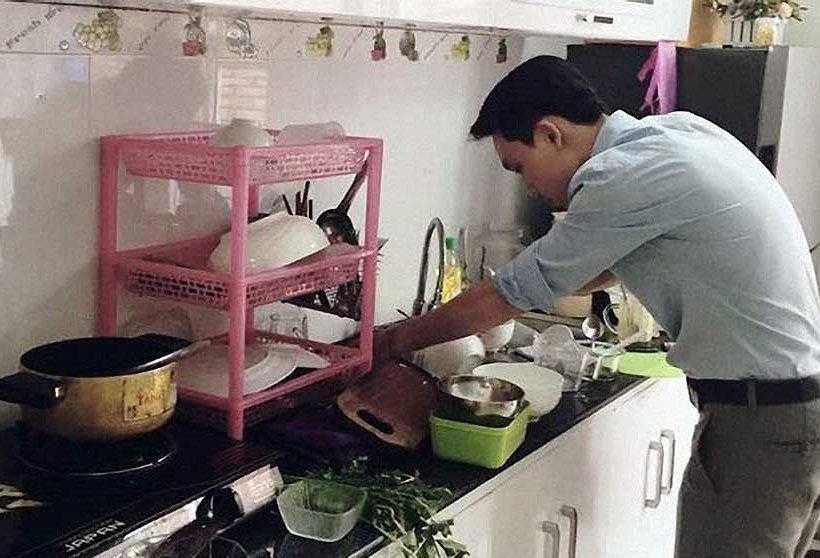 Có thể bạn không tin: Đàn ông càng làm nhiều việc nhà, hôn nhân càng dễ đổ vỡ - Ảnh 1