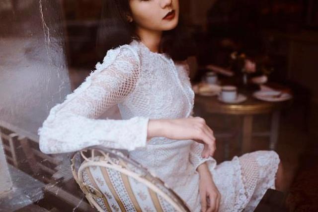Lời của người đàn bà ly hôn: Phụ nữ đừng là những cành hồng rực rỡ muộn màng - Ảnh 1