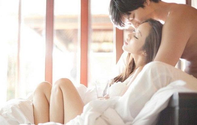 Đàn ông thú nhận: Cách nửa kia dạo đầu và kết thúc 'cuộc yêu' đầy tinh tế sẽ khiến họ 'liêu xiêu' - Ảnh 1