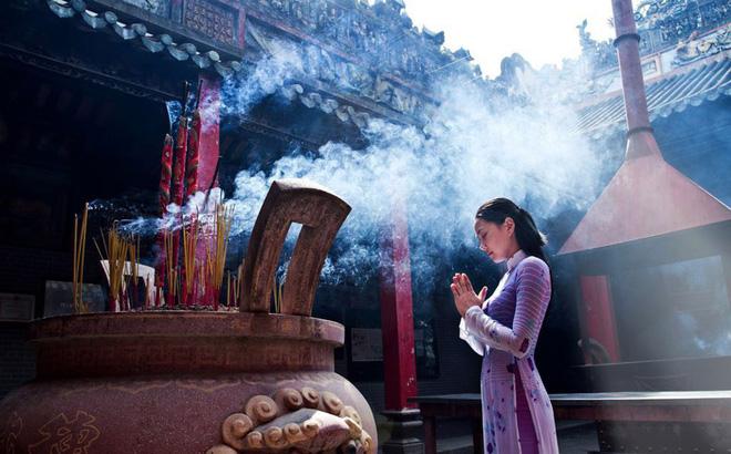 Phụ nữ nên đi chùa vào mùng mấy để phúc đức cả năm, tình tiền viên mãn? - Ảnh 1