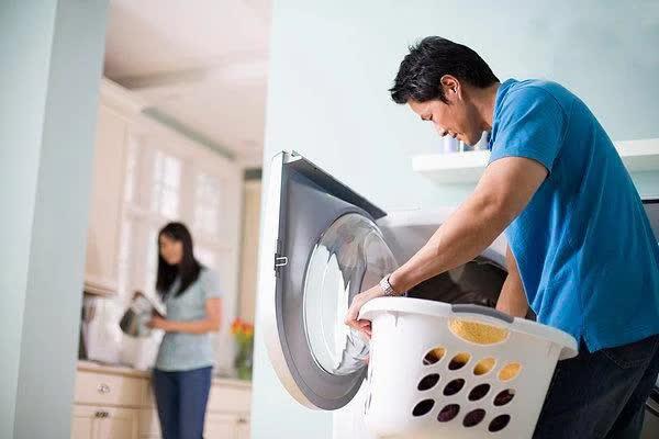 Nghiên cứu cho thấy muốn hôn nhân hạnh phúc, chồng phải siêng làm việc nhà với vợ - Ảnh 2