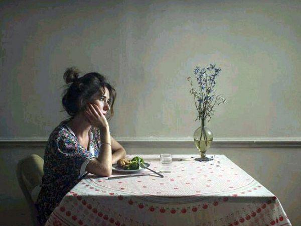 Phụ nữ cô đơn quá lâu trong hôn nhân sẽ có biểu hiện này