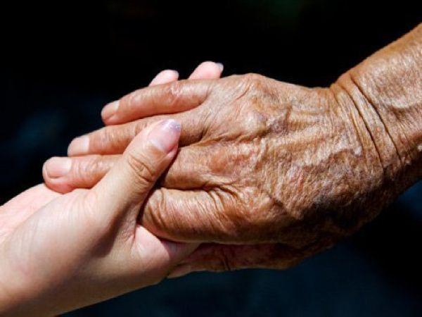 Nỗi buồn lớn nhất của tuổi già là phải thận trọng với con mình