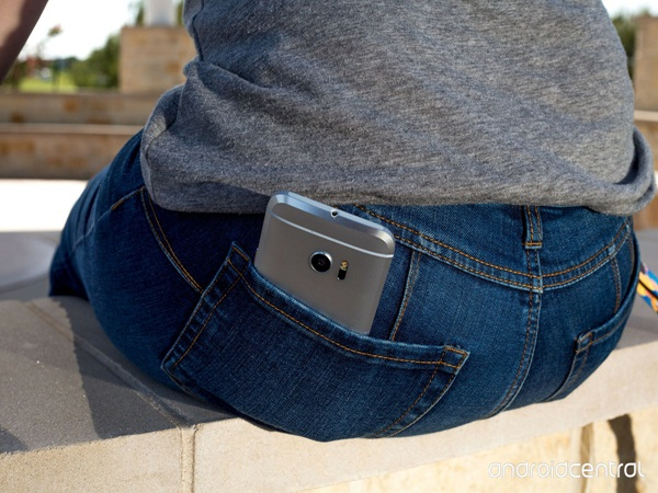 Những vị trí cơ thể hạn chế gần điện thoại