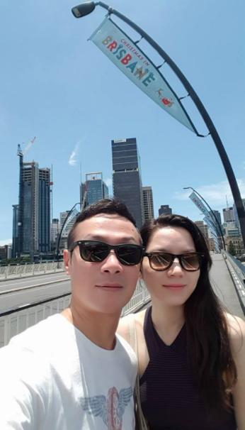 MC Anh Tuấn khoe ảnh hạnh phúc bên vợ kém 14 tuổi xinh đẹp, nóng bỏng - Ảnh 2