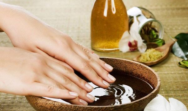 Cách dưỡng móng tay bằng dầu oliu đơn giản hiệu quả không ngờ