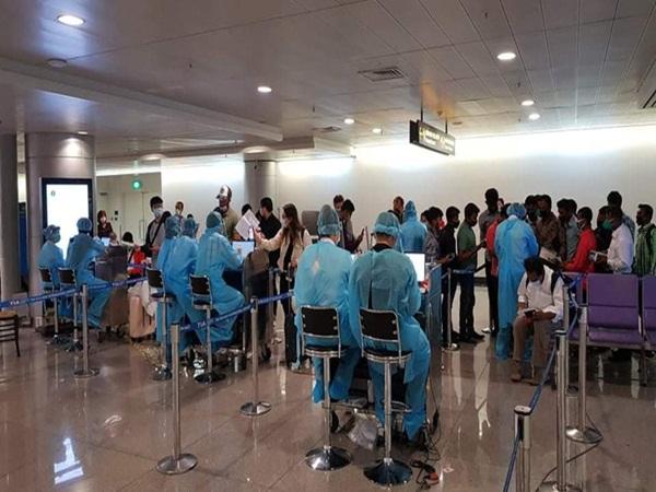 TP.HCM đang xác minh 20 người tiếp xúc với bệnh nhân ở quận 8 nhiễm Covid-19 trên chuyến bay EK392