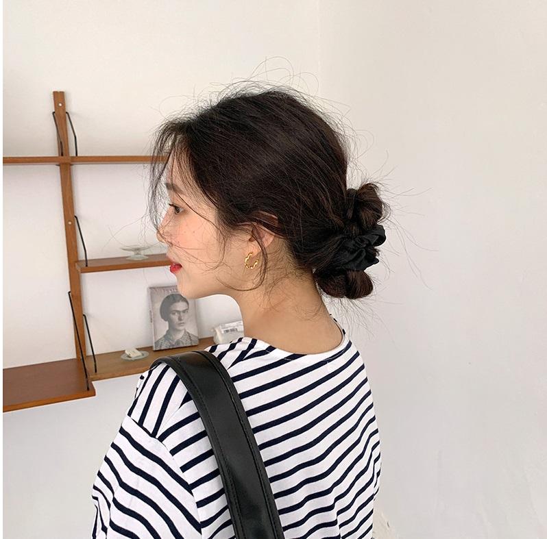 Tóc búi thấp lên ngôi và đây là tuyệt chiêu giúp nàng nào búi lên nhìn cũng sang, gương mặt còn được 'hack' nhỏ gọn hơn - Ảnh 8