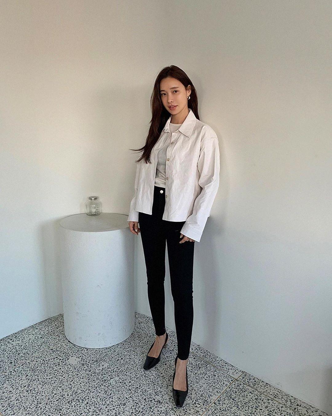 Dù quần jeans dáng ôm có hot hay không, Son Ye Jin vẫn chẳng ngán diện từ phim đến đời thực - Ảnh 12