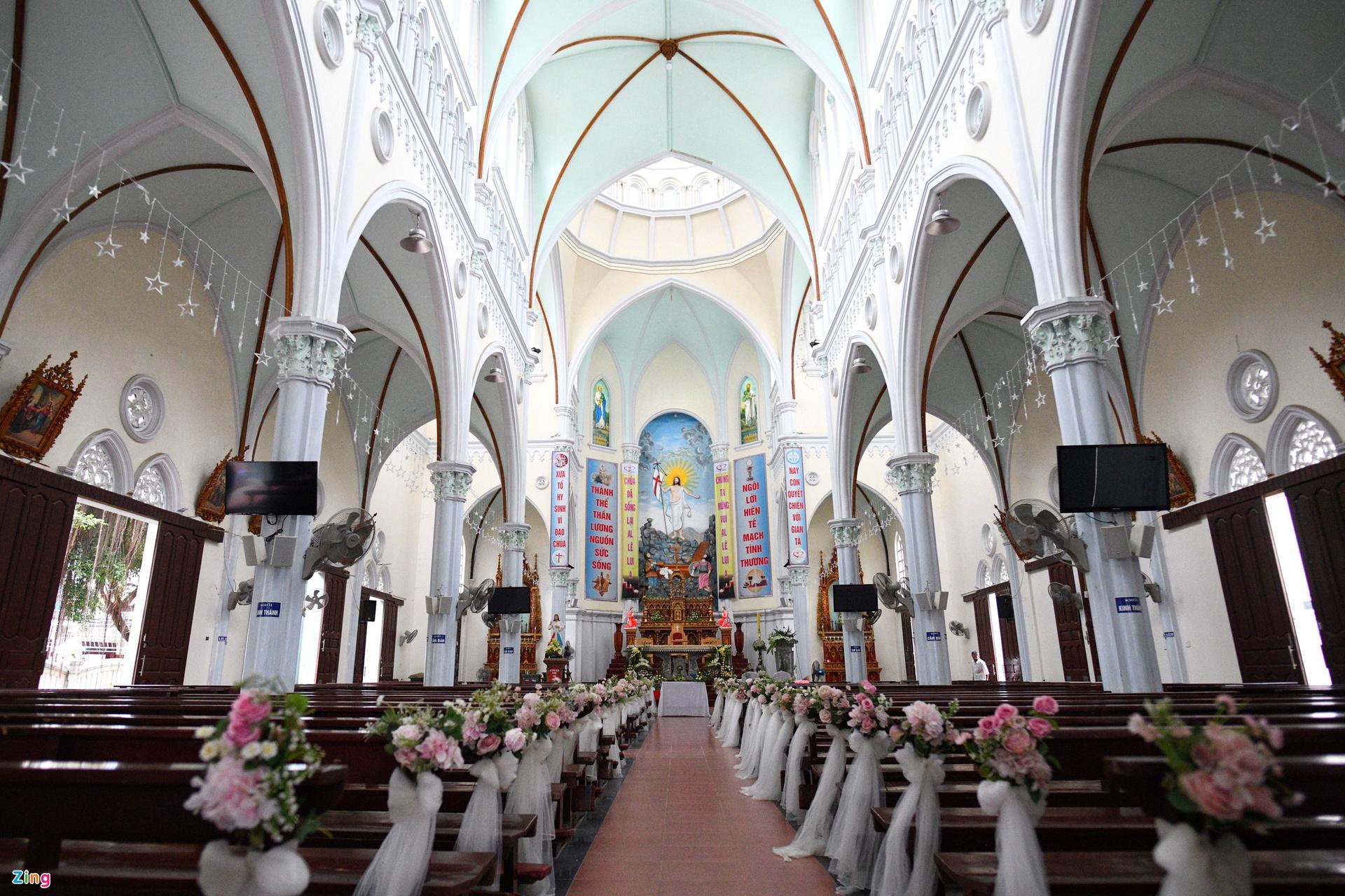 Cô dâu nhà Phan Mạnh Quỳnh diện áo cưới đính 8.000 viên đá swarovski trong đám cưới hoành tráng như cổ tích - Ảnh 4