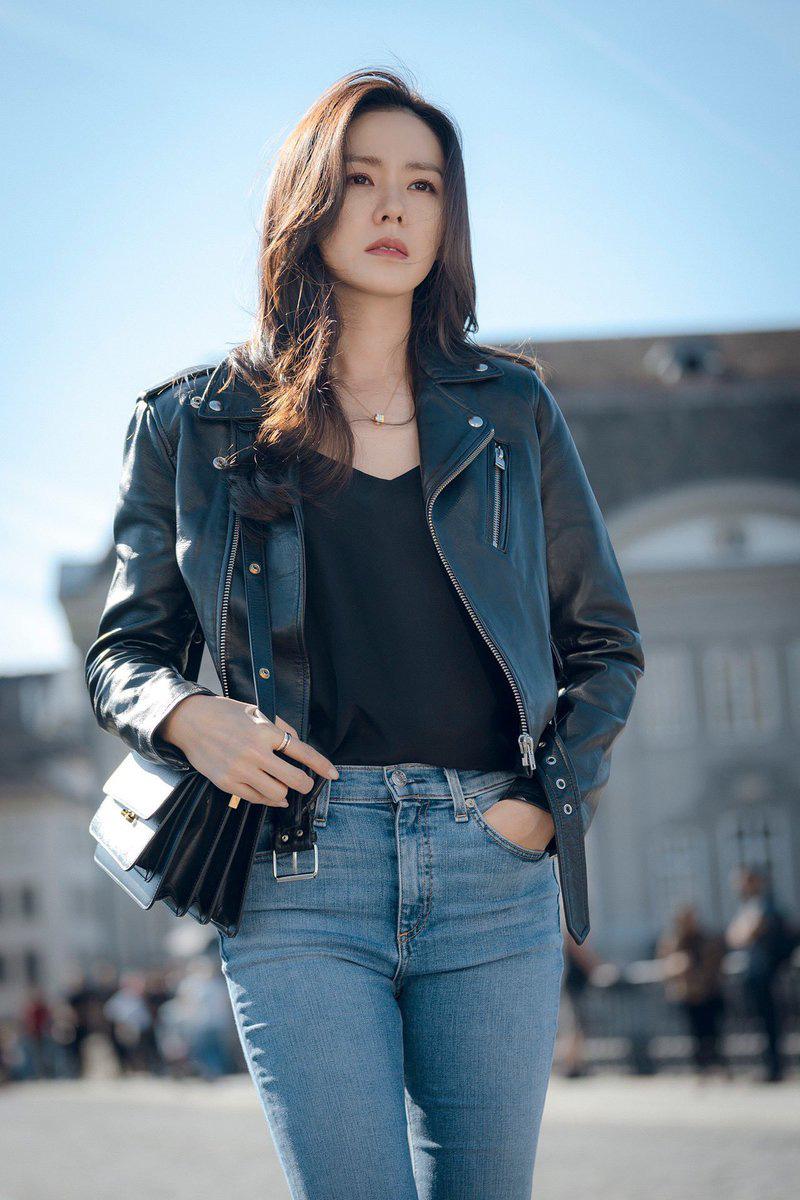 Dù quần jeans dáng ôm có hot hay không, Son Ye Jin vẫn chẳng ngán diện từ phim đến đời thực - Ảnh 3