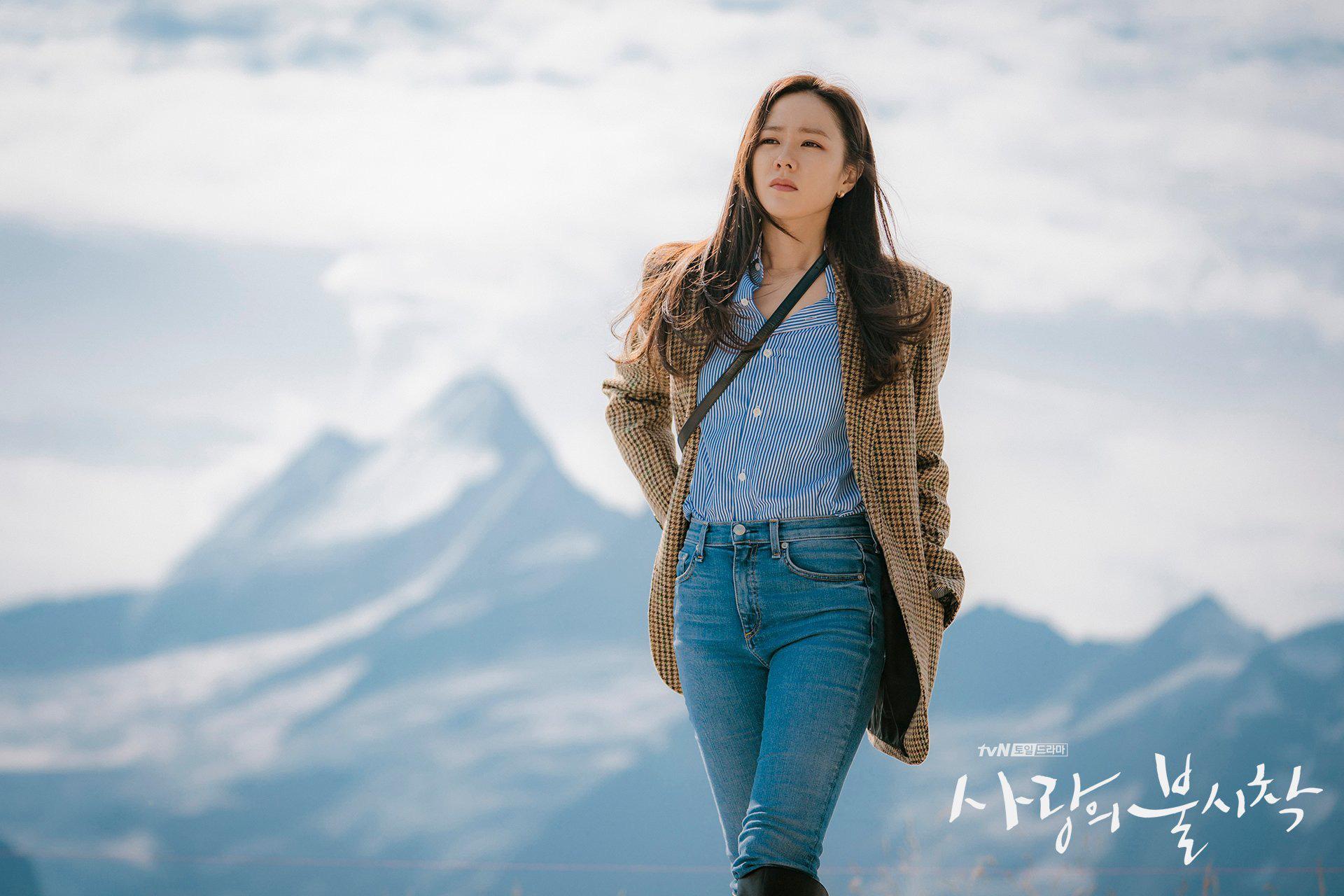 Dù quần jeans dáng ôm có hot hay không, Son Ye Jin vẫn chẳng ngán diện từ phim đến đời thực - Ảnh 4